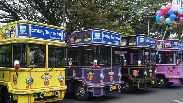 bandung-tour-on-bus-bandros